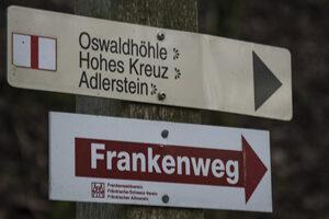 Oswaldhoehle-Wegweiser